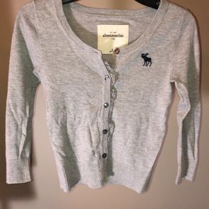 🦋Abercrombie kids gray button up sweater